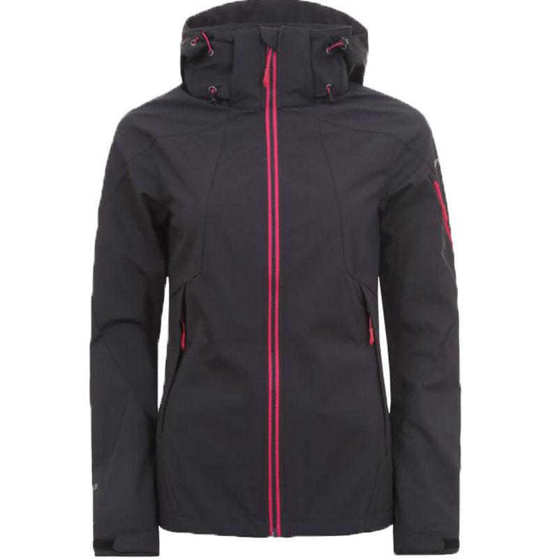 En softshell jacka från Icepeak. Jackan är grå och har rosa detaljer runt dragkedjorna.En luva finns på jackan. Bilden visar framsidan på jackan.