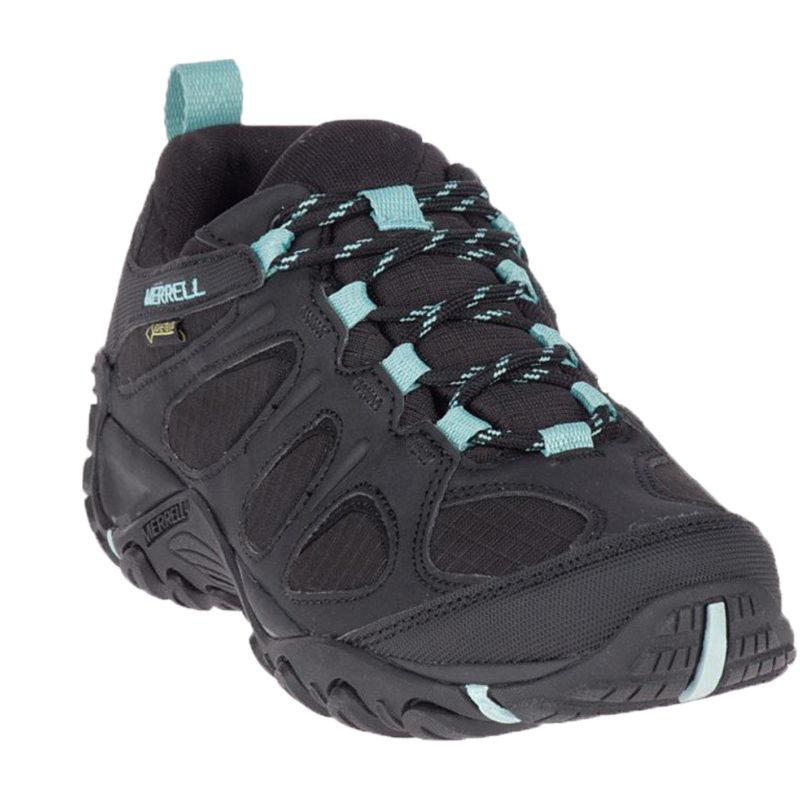 En svart vandringskänga är konstruerad med hållbar, slitstark mocka, andningsbara meshpaneler. Dessa skor har detaljer i turkosfärg.