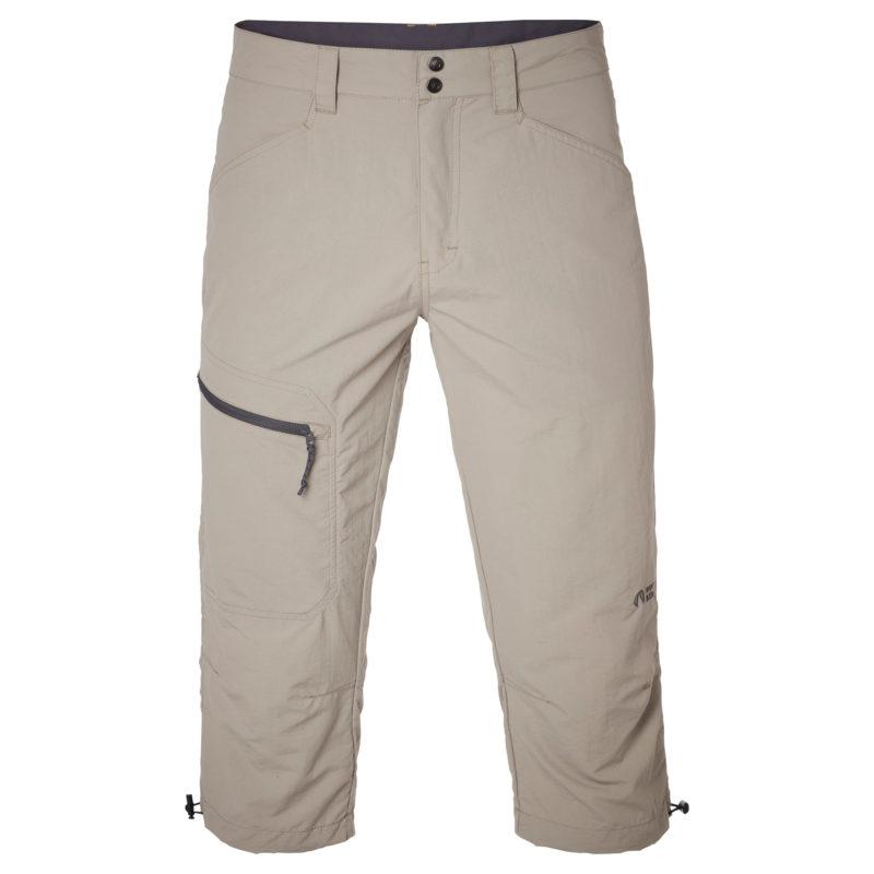 Beiga tre kvarts byxor som passar till friluftsliv. En ficka med dragkedja på ena låret.