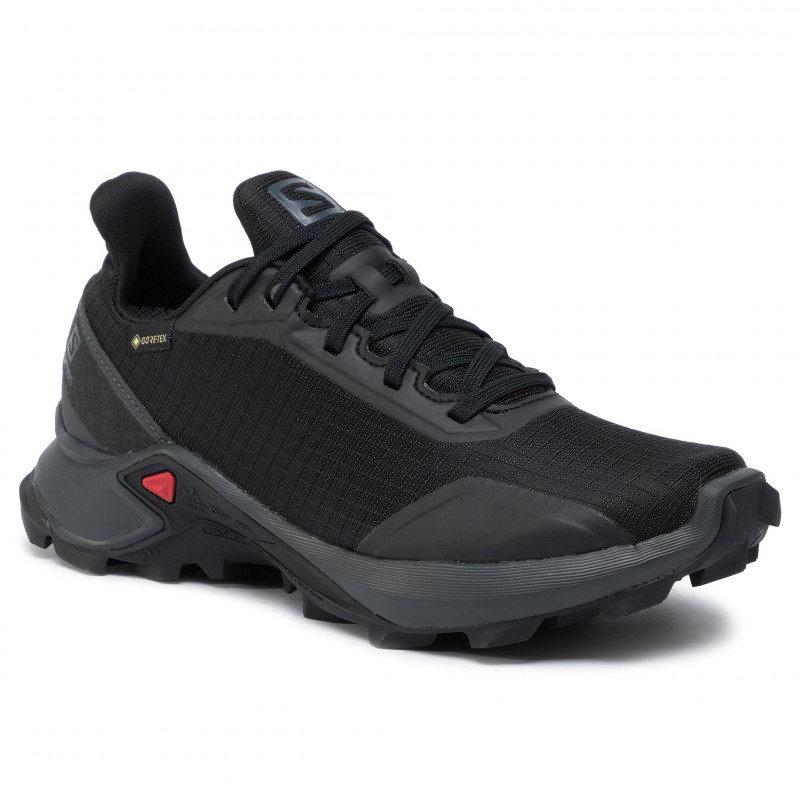 SALOMON ALPHACROSS är en svart stabil sko med svart snörning.
